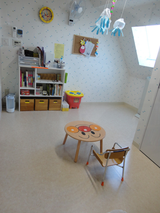 隔離室:隔離を要する病気のお子様をお預かりする部屋です。